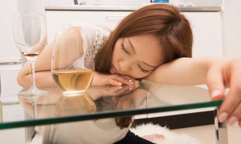 飲み過ぎた女性